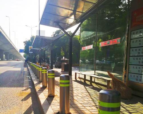 太原长风大街体育路口公交站台